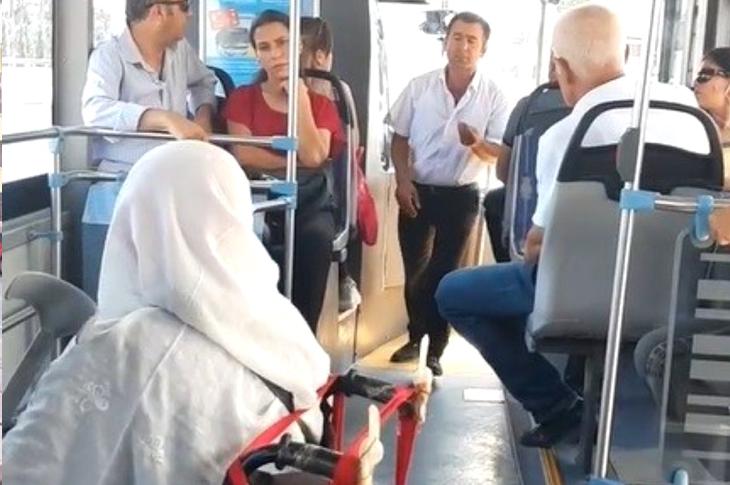 Halk Otobüsüne Engelli Aracıyla Binemeyen Yaşlı Kadının Şoföre Ettiği Sitem