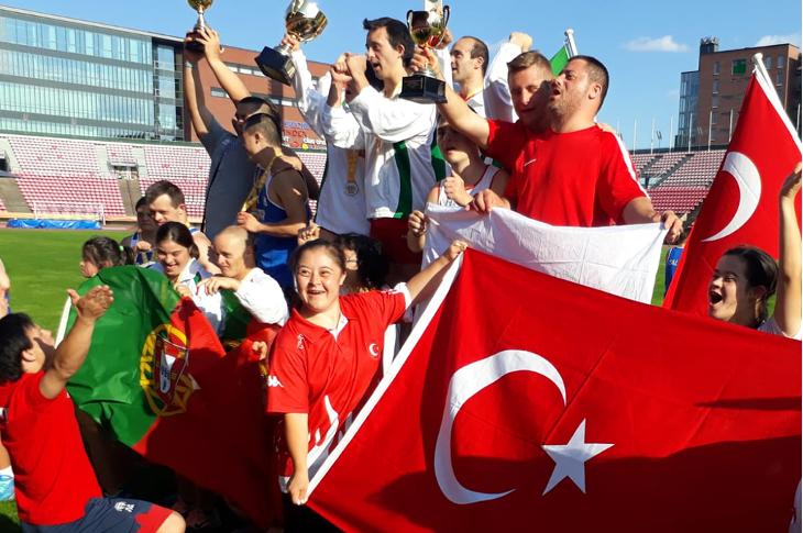 Özel Sporcu Ali Topaloğlu Dünya Rekoru Kırarak Altın Madalya Elde Etti