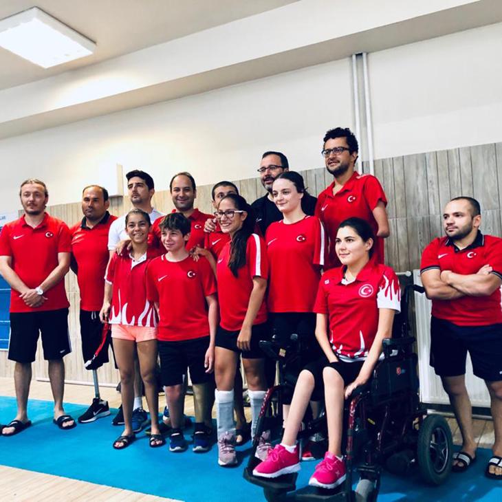Spor Bakanı Kasapoğlu'ndan Milli Yüzücülerimize Ziyaret