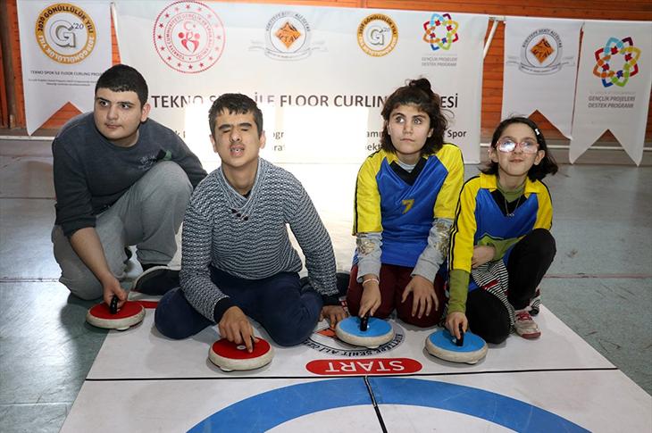 Görme Engelliler Floor Curling Sporunu Sesi Duyarak Oynayacak