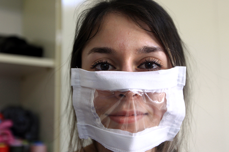 Atakum'da İşitme Engelliler İçin Şeffaf Maskeler Üretiliyor