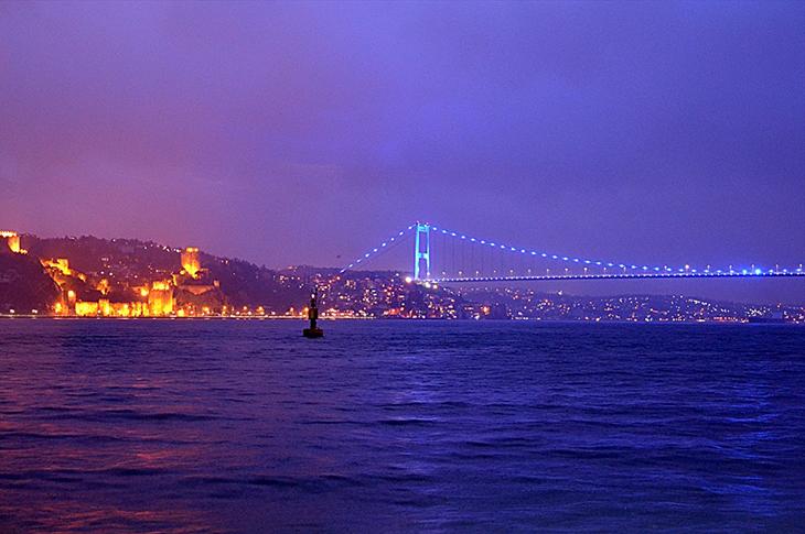 İstanbul Otizm Farkındalığı İçin Maviye Büründü