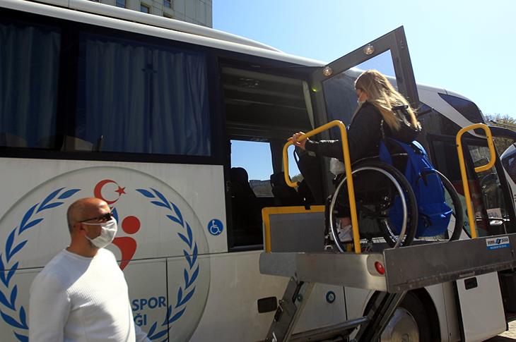 Karantinası Biten Milli Sporcu Selin Şahin Evine Gönderildi