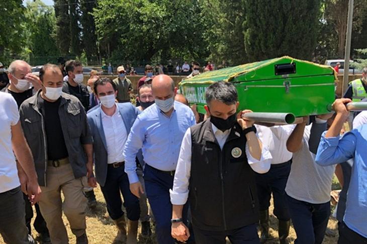 Bursa'da Selde Ölen Engellinin Tabutunu Bakanlar Taşıdı