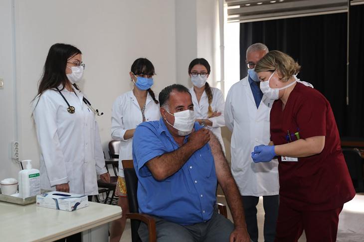 Cerrahpaşa Tıp Fakültesi'nde İlk Koronavirüs Aşısı Yapıldı