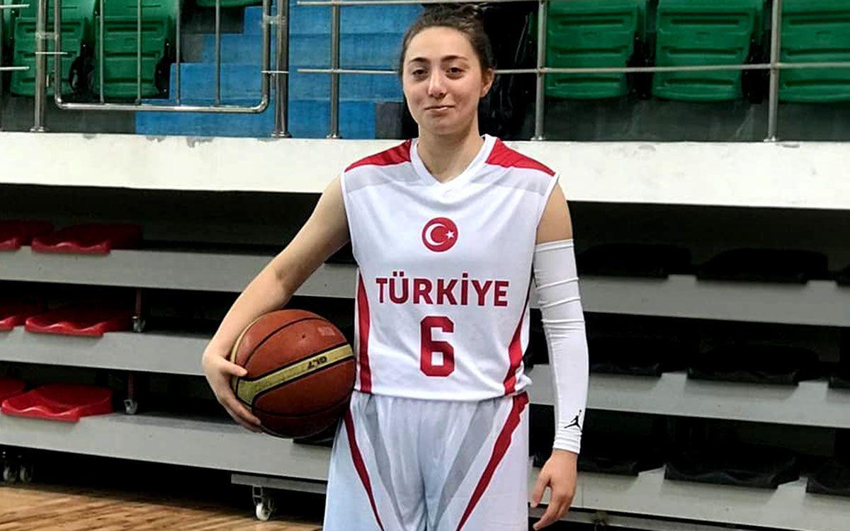 İşitme Engelli Basketbolcu Çağla Nur Uzundurukan Dünya Tarihine Geçti