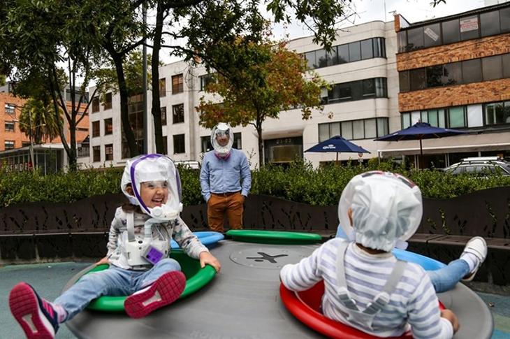 Covid-19 için Astronot Kaskına Benzeyen Yeni Kask Ürettiler