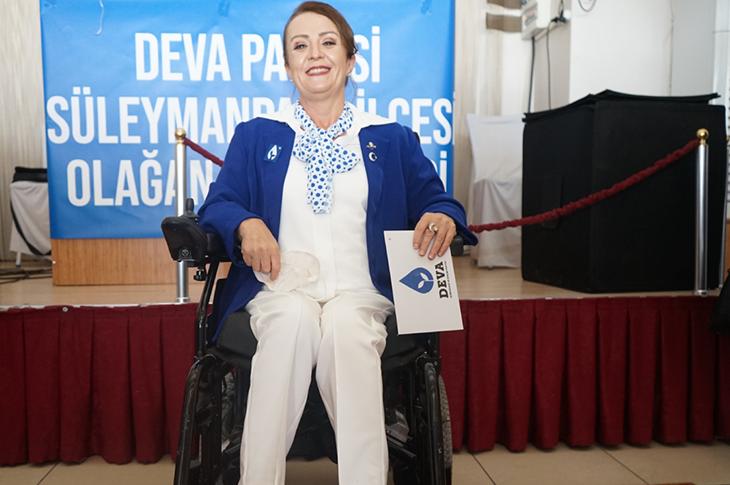 Türkiye'de İlk Kez Engelli Bir Kadın Parti İlçe Başkanı Seçildi