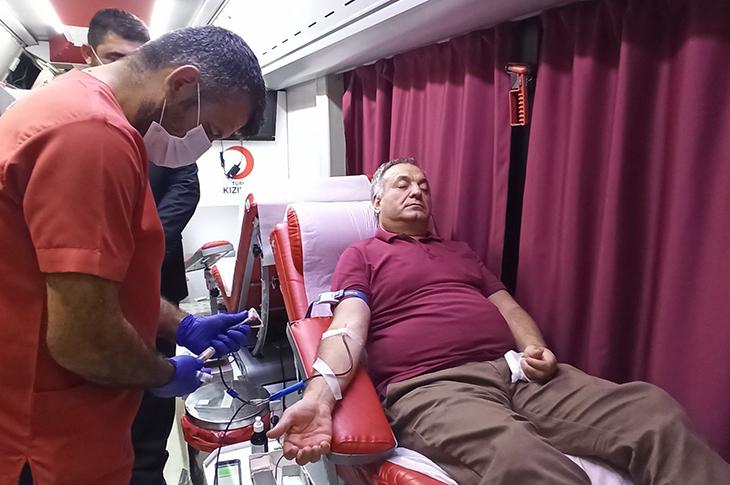 Görme Engelli Eski Milletvekili Lokman Ayva Kan Bağışı Yaptı
