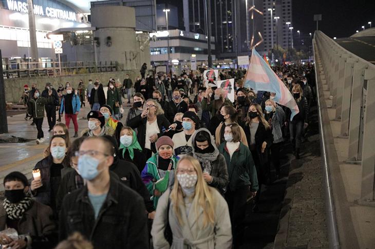 Polonya'da Anayasa Mahkemesi Hasta Fetüse Yapılan Kürtajı İptal Etti