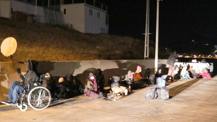 İzmir'de Aralarında Engellinin de Bulunduğuu Kaçak Göçmenler Kurtarıldı