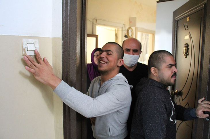 Zihinsel Engelli İki Kardeşin Yaşadığı Apartmanda Tahliye Tartışması