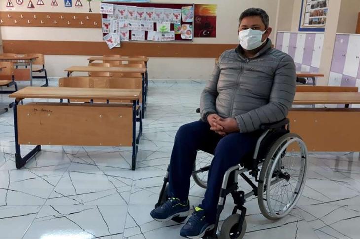 Pandemi Bile Engelli Öğretmeni Mesleğinden Uzaklaştıramadı