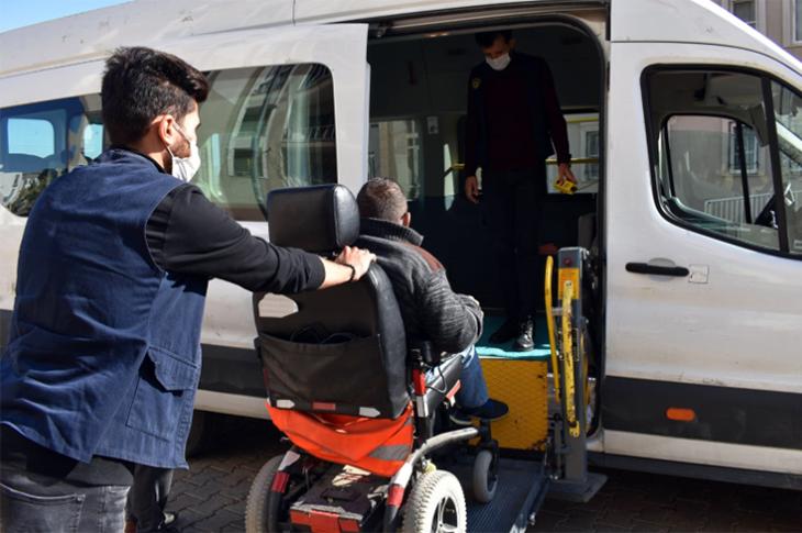 Mardin Büyükşehir Belediyesinden Engelli ve Yaşlılara Ulaşım Desteği