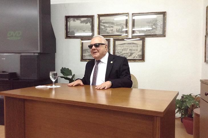 Türkiye'nin İlk Görme Engelli Profesörünün İnanılmaz Hikayesi