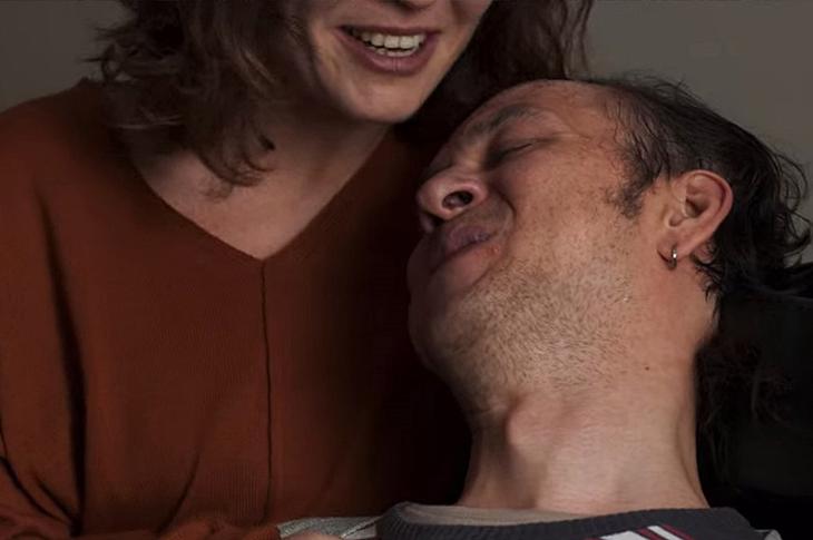 Öner Erkan Bir Başkadır dizisinde serebral palsi rolünü canlandırırken