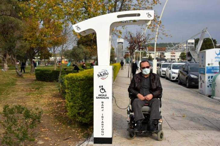 Aliağa'da Akülü Sandalye Şarj İstasyonları Hizmette