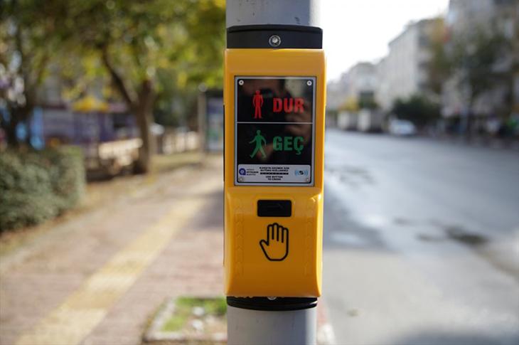 Antalya'da Görme Engelliler için Trafikte Sesli Uyarı Sistemi Hayata Geçirildi