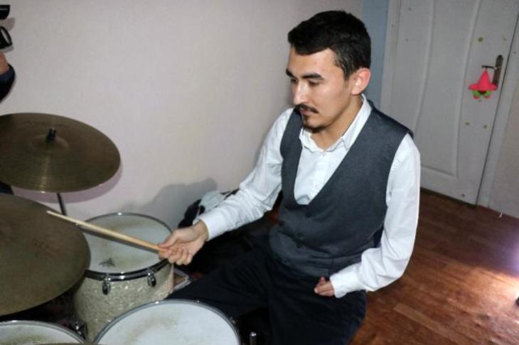 Engelli Genç Tarihe Geçerek Caz Albümü Çıkardı