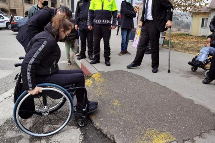 Karabük Kent Merkezinde Engellilerin 'Kaldırım' Tepkisi