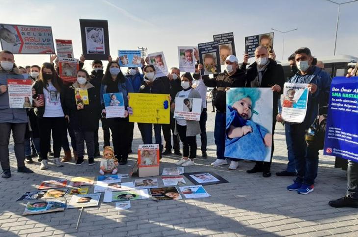 SMA Tedavisi Bekleyen Aileler Bakan Koca'nın Açıklamasını Protesto Etti