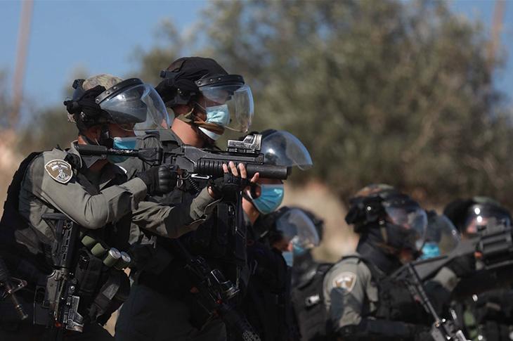 İsrail Güçleri Engelli Filistinliyi Yaraladı