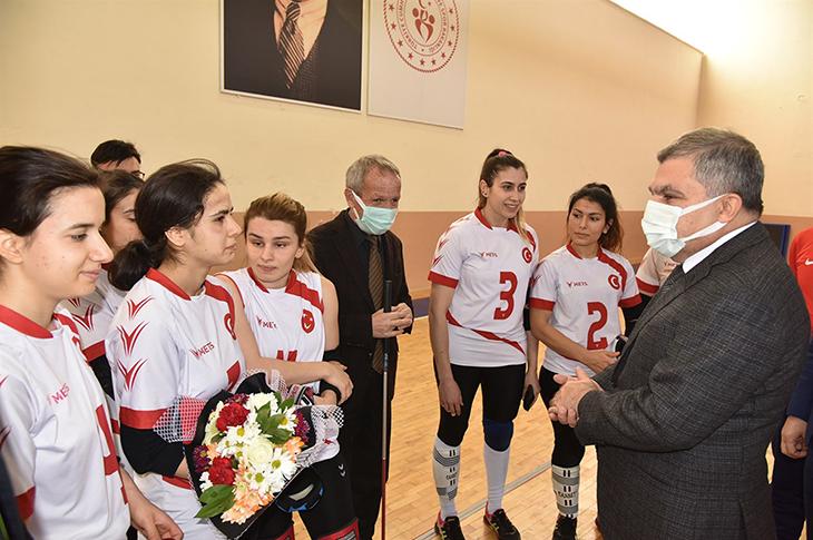 Karaman Valisi Işık Goalball Kadın Milli Takımı'nı Ziyaret Etti