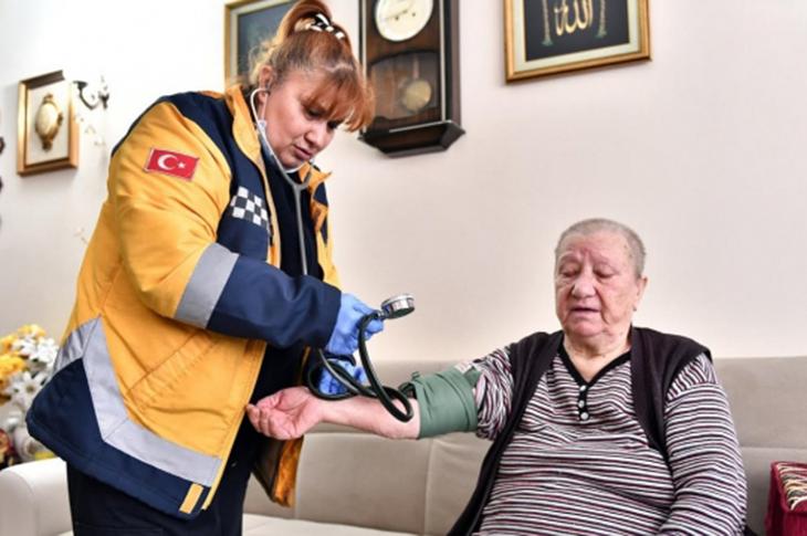 Mamak'ta Evde Sağlık Hizmeti Devam Ediyor