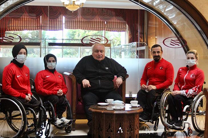 TBESF Başkanı Uztürk'ten Milli Takımlara Ziyaret