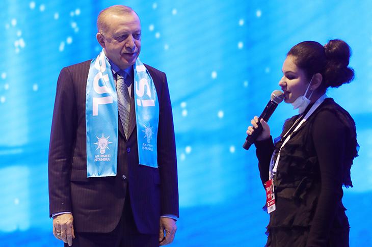 Görme Engelli Tuana Şahin Ak Parti Kongresini Çoşturdu