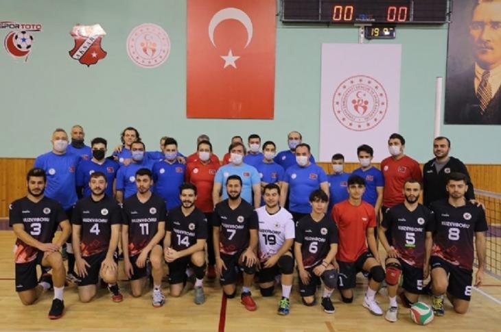 Vali Aydoğdu Milli Takımla Oturarak Voleybol Oynadı