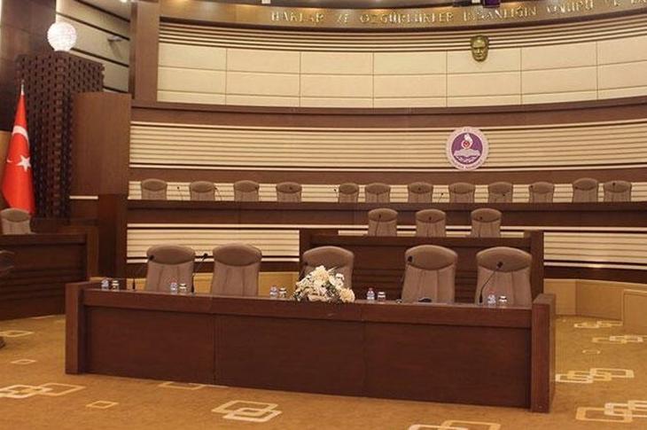Anayasa Mahkemesi Engelli Aylığına Gelir Şartı Koydu
