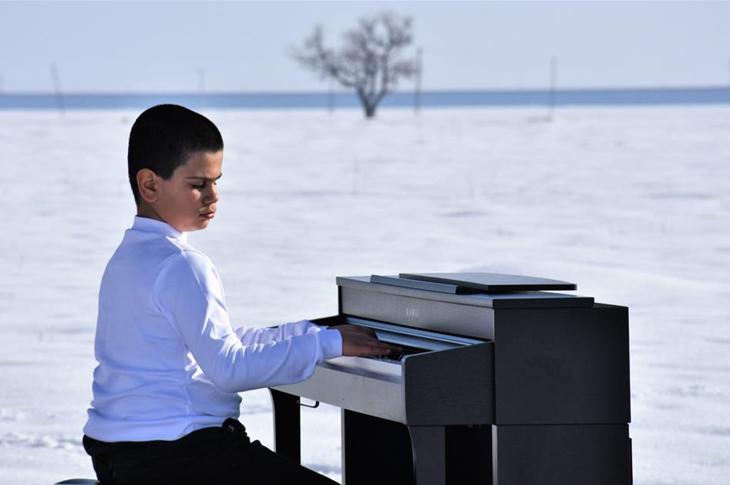 'Kusursuz Kulak' Bager Sağlık Çalışanları İçin Piyano Çaldı