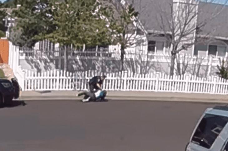ABD'de Polis Otizmli Çocuğu Yumrukladı