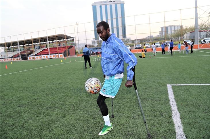 Kenyalı Milli Futbolcu Ochıeng Türkiye'de