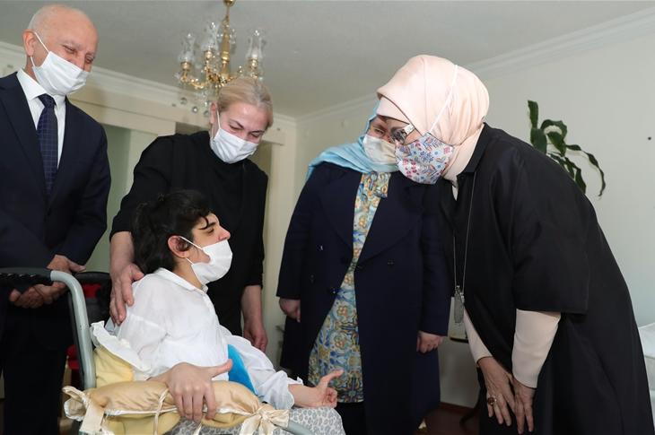 Emine Erdoğan'dan Engelli Gençlere Ziyaret