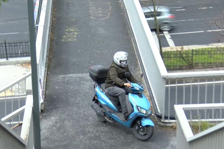 Engelli Üst Geçidinde Motosiklet Tehlikesi