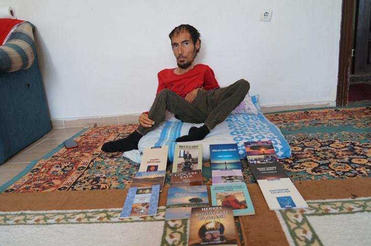 Bedensel Engelli Yazar 14'üncü Kitabını Çıkardı