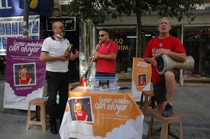 Üç Müzisyen SMA'lı Yiğit Alp İçin Sokaklarda