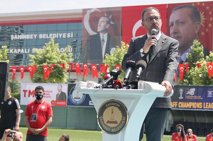 Bakan Kasapoğlu'ndan Etimesgut Ampute Spor Kulübü'ne Tebrik