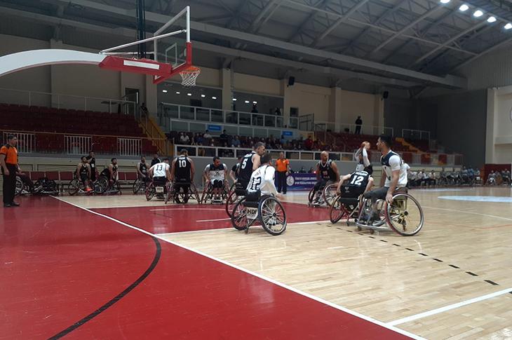 İzmir BBSK Final Serisinde Öne Geçti