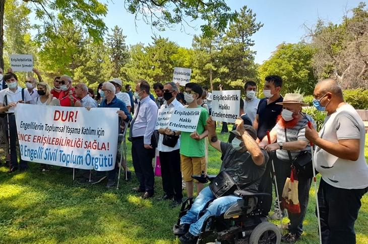 Engelliler Torba Yasa Tasarısını Meclis Önünde Protesto Etti