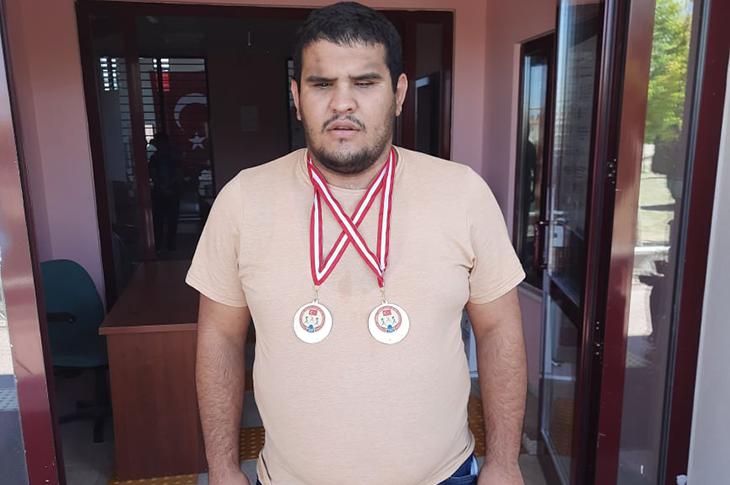 Görme Engelli Halterci Nuri Poyraz İki Altın Madalya Kazandı