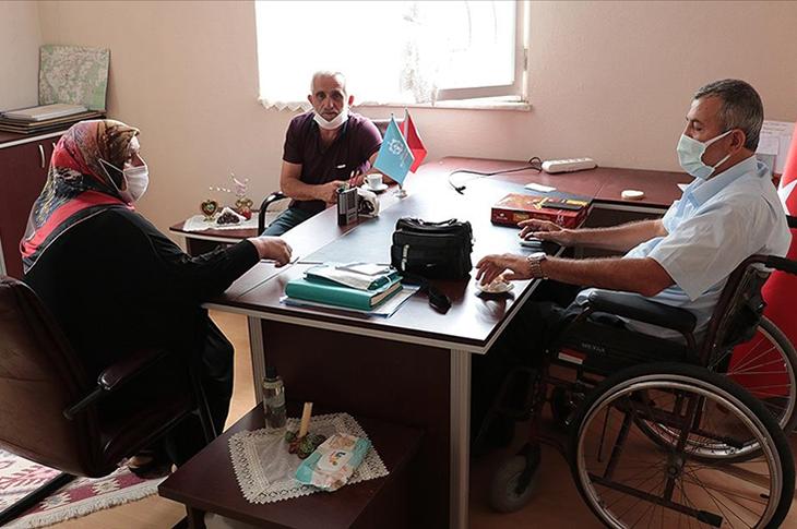 Engelli Muhtar Mehmet Kamış Görevini Özveriyle Yerine Getiriyor