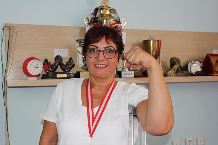 Bilek Güreşçi Gülçin Savun Antrenörsüz Türkiye Şampiyonu Oldu