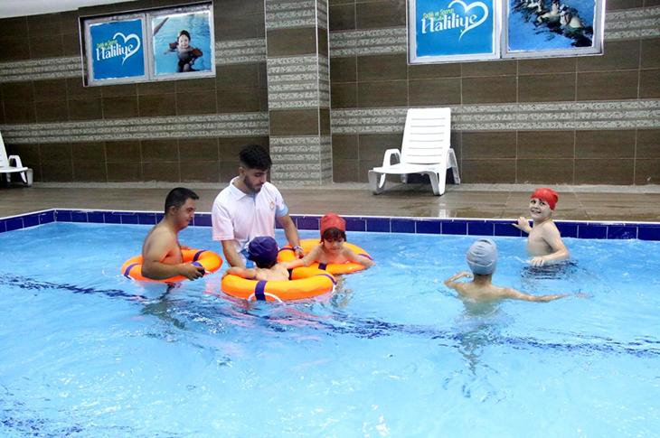 Şanlıurfa'da Engelli Çocuklar İçin Yüzme Havuzu Açıldı