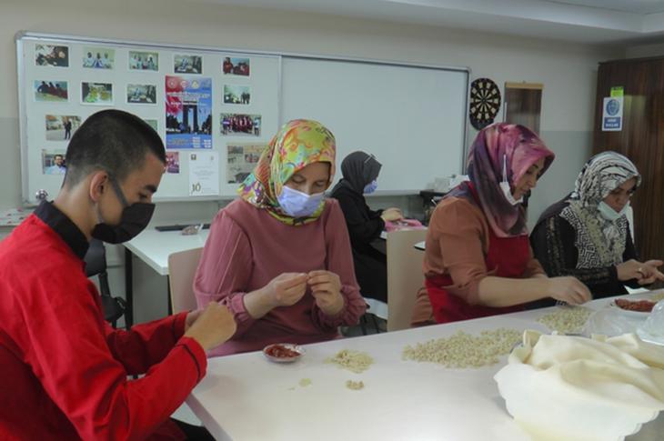 Özel Eğitim Öğrencileri Eğitimlerine Velileriyle Katılıyor