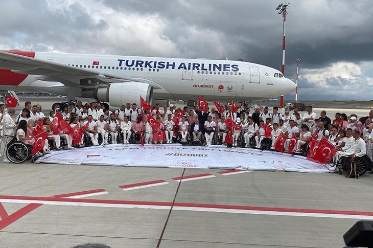 Bakan Kasapoğlu Paralimpik Milli Sporcuları Tokyo'ya Uğurladı
