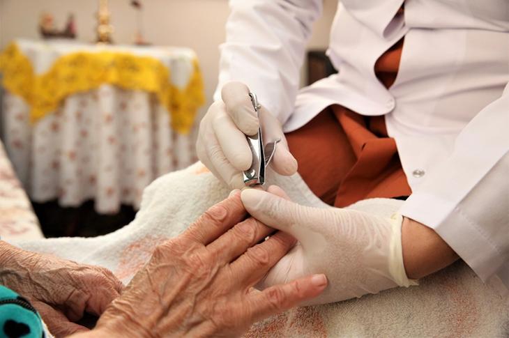 Ümraniye'de Yaşlı Bakım Hizmetleri Devam Ediyor