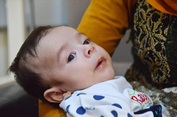 Mucize Bebek Hüseyin'in Kalbi Göğsünün İçine Alındı